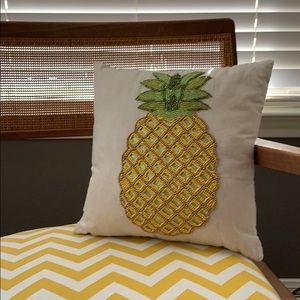🍍Pier 1 pineapple toss pillow, NWOT